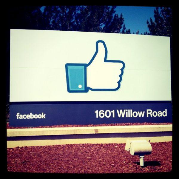 פייסבוק מאפשרים שינוי מיקום טאבים בעיצוב החדש