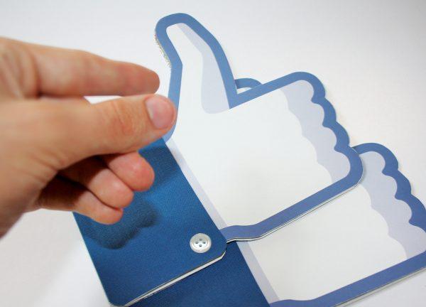 פייסבוק מחליפים את הלייק-בוקס המיתולוגי